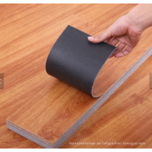 Holz-Vinyl-Bodenfliesen verkleben