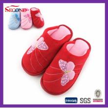 Pantoufles d'intérieur en molleton de couleur rouge