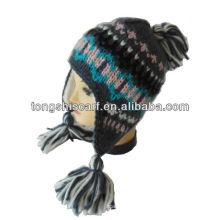 chapéu de malha jacquard com tranças