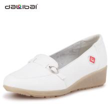 2014 wholesale fashion style white slip on popular nurse shoes
