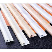 Perfis de telha de metal em cores brancas