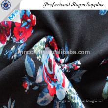 Wunderschöner gewebter Satinstoff mit Blumenmuster