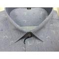 Camisa de negocios teñida en hilo