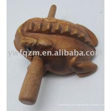 Brinquedos musicais de madeira sapo