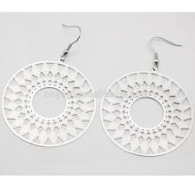 Hollow padrão geométrico estilo étnico de aço inoxidável prata brinco gota de água para as mulheres