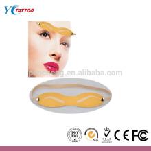 Formação de tatuagem de sobrancelha permanente pratele a pele falsa