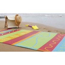 Tapete de piquenique ao ar livre da fábrica que acampa o bebê que escala a esteira da praia da listra