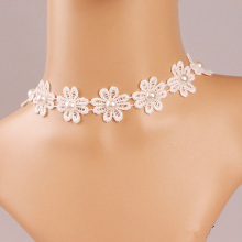 Contracted Lace Flower Modelling Pearl Necklace
