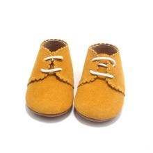 Zapatos amarillos al por mayor del bebé de la silla de montar de Lacework del niño