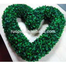Hot selling green artificial plastic heart-shaped wreath