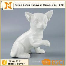 Cão de cerâmica branca artesanal para decoração de casa