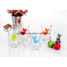 Tasse à thé en verre coloré avec coeur en relief