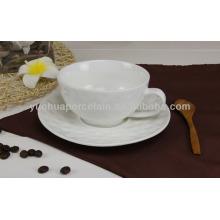 Copos e pires de chá grosso a granel da porcelana
