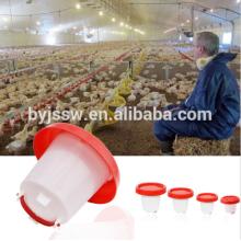 Alimentadores e bebedores de frango
