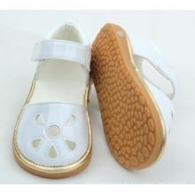 Pequeño moq barato precio divertido zapatos de bebé con sonido