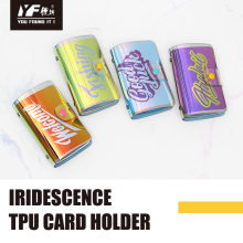 Inhaber einer TPU-Kreditkarte mit Laserschillern
