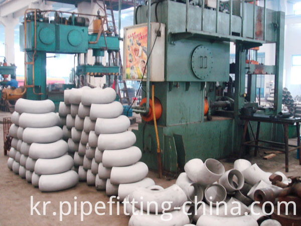 Production of stainless steel elbow