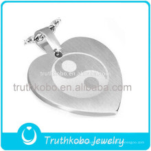Meilleure vente de mode bijoux chinois en acier inoxydable 316L amour coeur forme Yingyang pendentif avec design gravé pour les amoureux