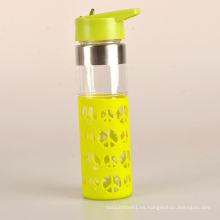 Colorido fácil llevar niño vidrio botella de agua con manga de silicona