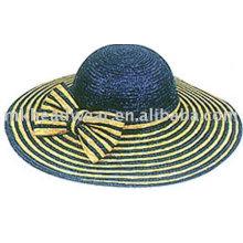 Bonnet de paille à la mode avec genou d'herbe