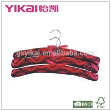 Conjunto de 3pcs vermelho e preto cetim acolchoado cabide com rendas decorado