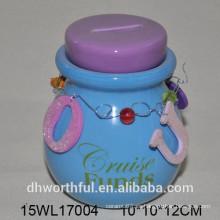 Tarro de cerámica de dinero con cristal azul brillante