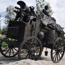 Alta qualidade Antique Brass Horse puxar escultura carruagem