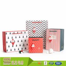 Alibaba gros personnalisé blanc Noël petit cadeau papier sac avec poignées en vrac