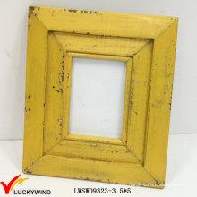 Ретро Потертая Желтая Деревянная Рамка Фотографии