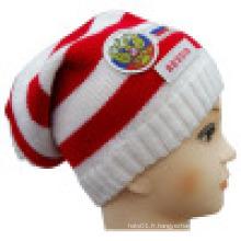 Bonnet tricoté avec patch et broderie NTD1607