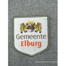 Hierro personalizado en el parche de bordado de logotipo personalizado para la ropa