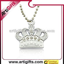 pendentif couronne en métal avec strass