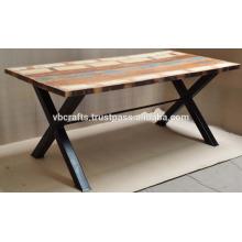 Mesa de madeira reciclada