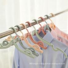 Wholesale cheap foldable hanger expandable plastic clothes hanger for travel