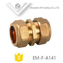 EM-F-A141 Conexión de tubería de unión de latón de conector rápido igual para tubo de pvc