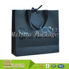 Bolso personalizado de gama alta de la manija de la cinta del portador de la bolsa de regalo de papel negra con las manijas y el bowknot