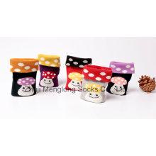 Calcetines de algodón de niña muy linda con patrones de setas populares en caja transparente