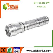 Vente en vrac en usine La plupart des matériaux en aluminium puissants Longue distance Plus lumineux 5W Tactical Cree Led Torch Free