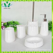 Elegante conjunto distintivo branco novo banho de porcelana