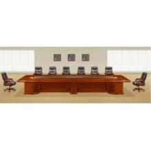 Grande table et chaises de salle de réunion de forme rectangulaire