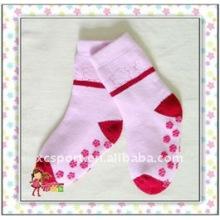 Calcetines antideslizantes lindos del bebé de la calidad fina