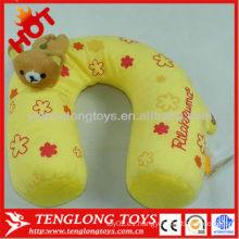 Almohada rellena suave encantadora del cuello de la felpa del recorrido de la venta caliente con el juguete del oso