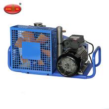 Сжатый воздух, заполняющий насос воздуха респиратор заполняя насос