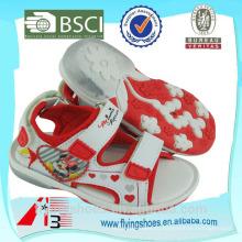 Красочные различные спортивные сандалии обувь с Микки Маус