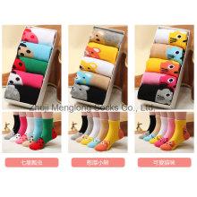 En caja de lujo lleno de calcetines de algodón niños lindo