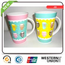 Personifizierte keramische Kaffeetassen