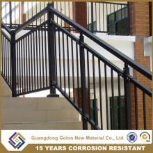 Al aire libre nuevo diseño de hierro forjado cerca de la escalera
