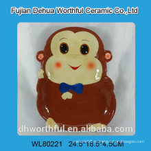 Красивая керамическая плита в форме обезьяны