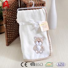Ours brodé populaire corail molleton bébé couverture lourde 100% polyester recevoir bébé couverture