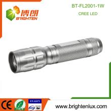 Venta al por mayor de la fábrica Cuerpo 1 * AA accionado aluminio Material de emergencia Zoom de la focalización 1watt Cree llevó la pequeña linterna de gran alcance